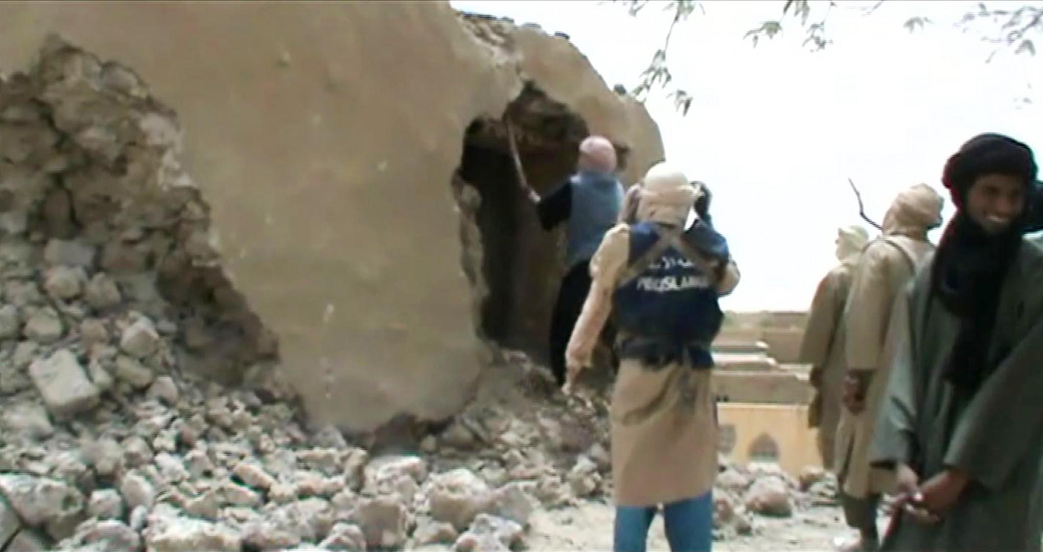 Les mausolées de Tombouctou, en train d'être détruits par les troupes d'Ansar Dine à l'été 2012 dans le Nord Mali