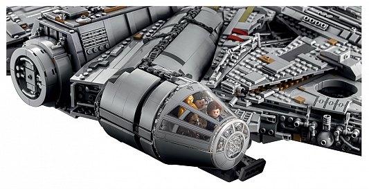 Han Solo, Leia, Rey et Finn font partie des figurines vendues avec les deux versions du vaisseau