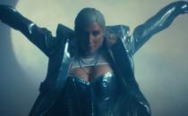 """Kesha dans le clip vidéo de """"Stronger"""" avec le DJ Sam Feldt"""