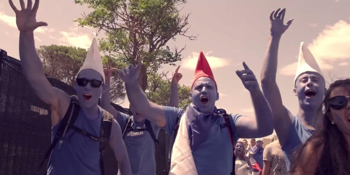 EMF : des spectateurs déguisés en Schtroumpfs