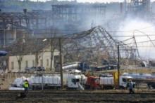 Vue prise le 21 septembre 2001 de l'usine pétrochimique AZF dans la banlieue sud de Toulouse après une violente explosion qui avait fait 30 morts.