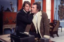 """Roger Moore et Tony Curtis dans la série """"Amicalement vôtre"""""""