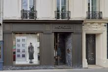 Le braquage a eu lieu dans cette boutique de doudounes de luxe située dans le VIe arrondissement de Paris.