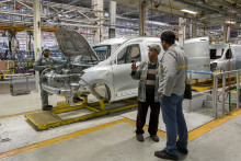 Dans l'usine de montage de Dacia à Tanger