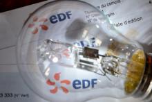 Une facture EDF et une ampoule (illustration)