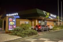 Le drive-in d'un McDonald's (image d'illustration)