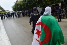 Une manifestante le 14 mars 2020 à Alger