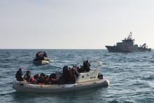 Les autorités anglaises venant en aide à des migrants qui tentent de traverser la Manche, le 18 février 2019.