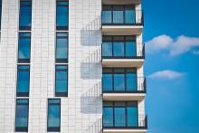 Un immeuble avec des balcons (Image d'illustration).