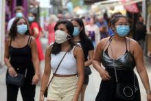Des personnes qui portent un masque à Argeles-sur-Mer, près de Perpignan, le 22 juillet 2020