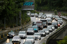 Des bouchons sur l'autoroute A6, porte d'Orléans à Paris, le 11 mai 2020.