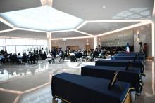 La cérémonie d'hommage aux six humanitaires français tués au Niger, à Orly, le 14 août 2020.