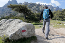 Une randonnée en montagne (illustration)