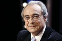 Bernard Debré sur un plateau de télévision.