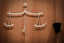 Le symbole de la justice au tribunal judiciaire de Paris