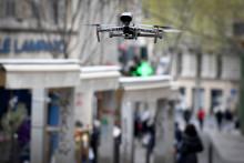 Un drone de surveillance de la police nationale pendant le confinement (image d'illustration)