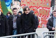 Le dessinateur Riss (au centre), rédacteur en chef de Charlie Hebdo, à Paris le 10 janvier 2016.