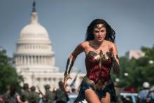 """Wonder Woman (Gal Gadot) courant vers la sortie française de """"Wonder Woman 1984"""""""