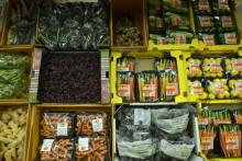 Des fruits et des légumes sur un étal à Rungis, le 11 décembre 2015