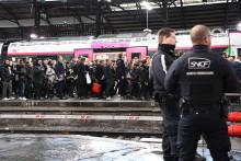 Une gare pendant la grève (illustration)