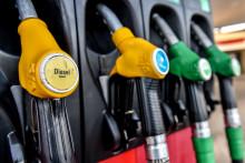 Des pompes à essence dans une station service (illustration)