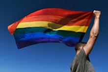 Le drapeau arc-en-ciel est le symbole de la communauté LGBTQ+