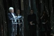 Georges Lang reçoit un Laurier d'Or Radio