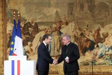 Luigi Ventura, ici avec Emmanuel Macron, est visé par une enquête pour plusieurs agressions sexuelles
