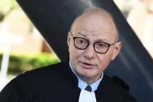 Maître Bernard Boulloud défend son client, chirurgien grenoblois accusé par 80 patients