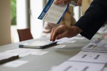 Un électeur en train de voter (illustration)