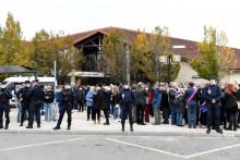 Le collège du Bois d'Aulne, lors d'un rassemblement en hommage à Samuel Paty