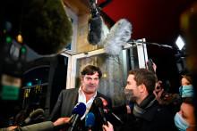 L'avocat de Jonathann Daval, Randall Schwerdorffer, répond aux journalistes au palais de justice de Vesoul, le 21 novembre 2020, au sixième et dernier jour du procès.