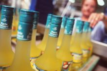Des bouteilles d'alcool dans l'usine Marie Brizard à Bordeaux.