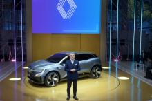 Le nouveau PDG du constructeur automobile Renault, Luca de Meo, présente la Mégane eVision le 15 octobre 2020 à Meudon, près de Paris.