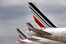 Une photo prise le 25 novembre 2020 montre des avions d'Air France stationnés à l'aéroport de Roissy, au nord de Paris.