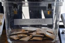 Cette photo prise le 28 juin 2020 montre un bureau de vote lors du second tour des élections municipales françaises à Lyon, dans l'est de la France.
