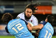Le Toulonnais Ma'a Nonu, stoppé par les joueurs de Montpellier