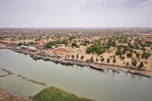 Une vue aérienne prise le 10 mars 2020 montre le fleuve Niger près de la ville de Gao, dans le nord du Mali. (Illustration)