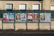 Des panneaux d'affichage, en vue des élections régionales.