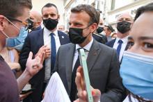 Emmanuel Macron lors d'un bain de foule.