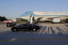 Joe Biden a été accueilli par le Premier ministre belge Alexander De Croo à l'aéroport militaire Melsbroek de Bruxelles, le 13 juin 2021, avant le sommet de l'OTAN et le sommet UE-États-Unis.
