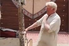 Ce vendeur de glaces au Pakistan est le sosie de Donald Trump