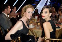 Lisa Banes (à gauche), aux côtés d'Emily Ratajkowski.