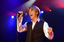 David Bowie lors d'un concert à Paris, le 1er juillet 2002