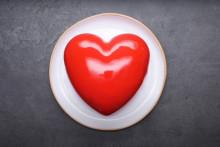 """Le glaçage miroir est """"le secret de la pâtisserie"""" selon Cyril Lignac"""