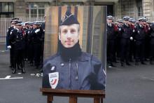 Le portrait de Xavier Jugelé, le policier tué dans l'attaque terroriste sur les Champs-Élysées le 20 avril 2017.