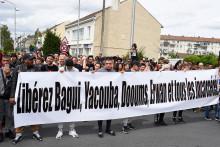 Une banderole déployée le 22 juillet 2017, lors d'une marche commémorative en l'honneur d'Adama Traoré.