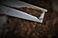 La marque de papier à rouler de cigarettes OCB, victime d'une taxe écologique ?