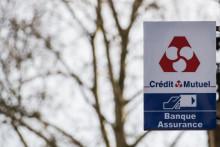 Cette photo prise le 17 février 2020 montre le logo de la banque Crédit Mutuel à Nantes, dans l'ouest de la France. (Illustration)