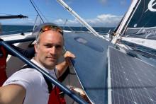 Fabrice Amedeo sur son voilier